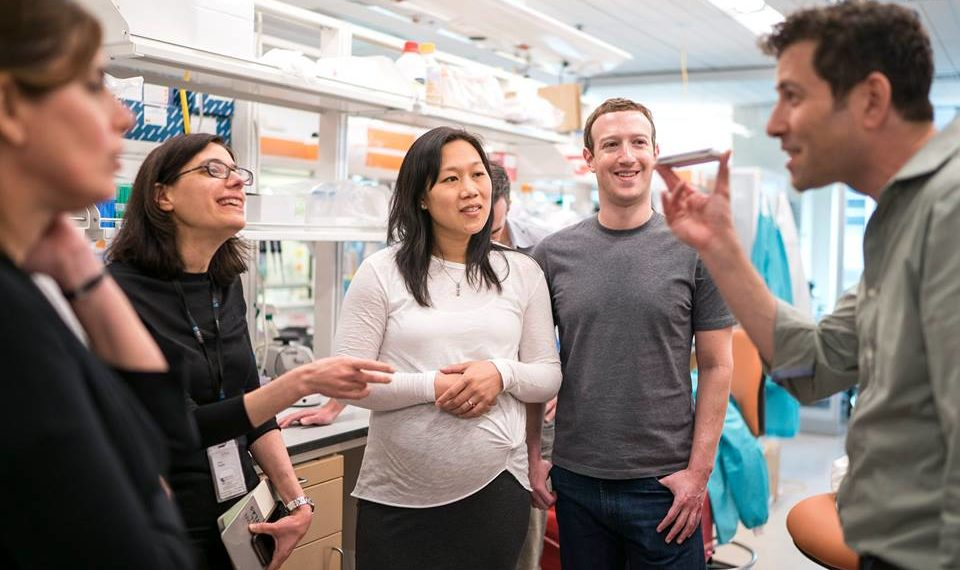 Присцилла Чан и Марк Цукерберг (в центре) / Facebook
