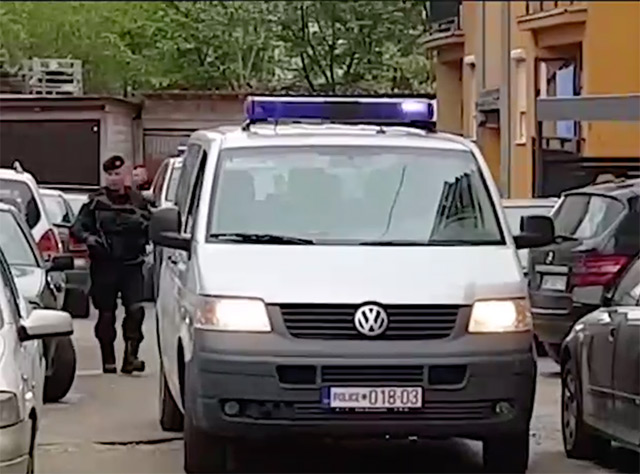 Полиция в районе операции в Косово. Кадр видеозаписи с сайта telegraf.rs