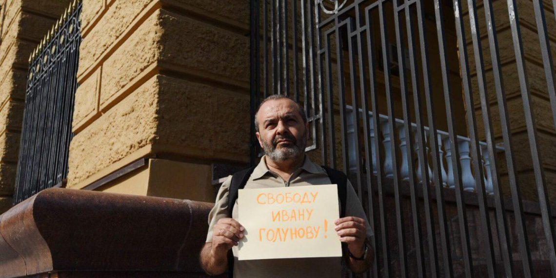 Виктор Шендерович на пикете в поддержку Ивана Голунова у здания МВД / Twitter