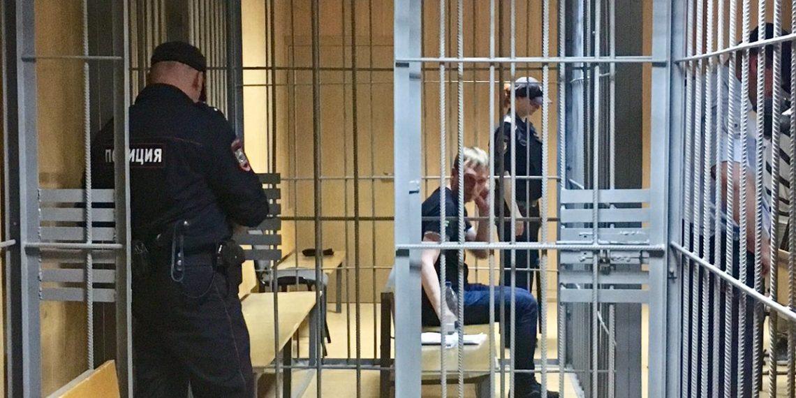 Иван Голунов во время заседания по мере пресечения / twitter.com/barabanch