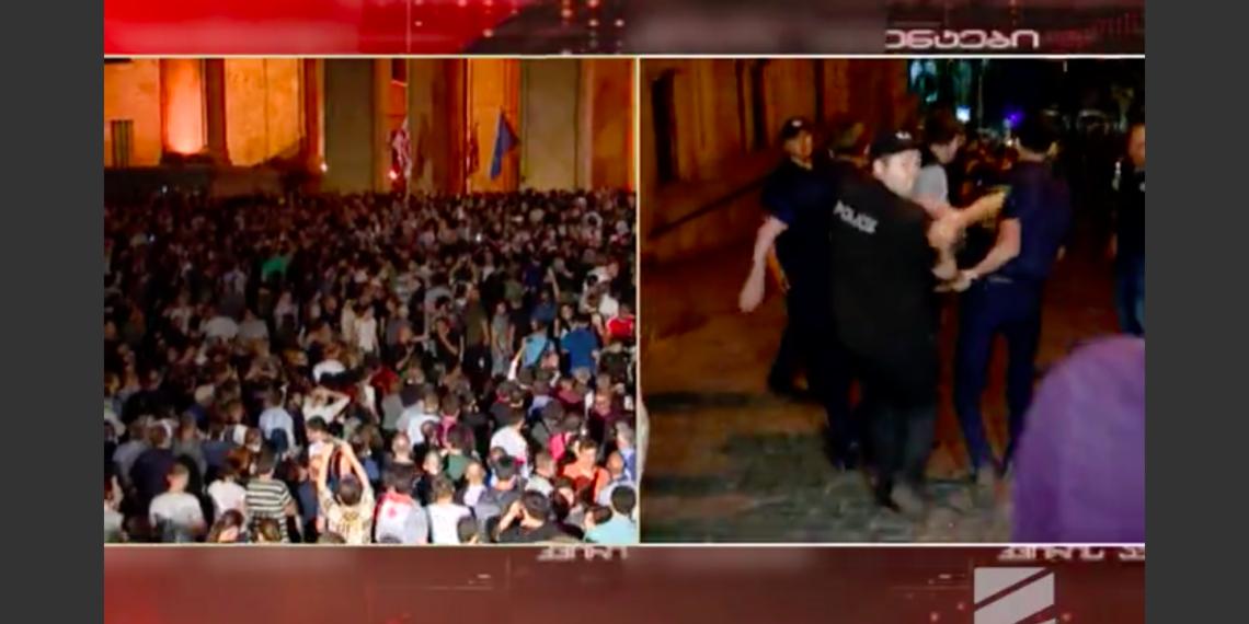 Разгон митинга в Тбилиси в ночь на 21 июня/ кадр телеканала «Рустави-2»